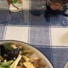 腐竹木耳炒鸡肉