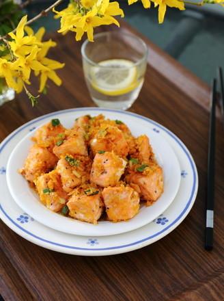 咸蛋黄焗三文鱼的做法