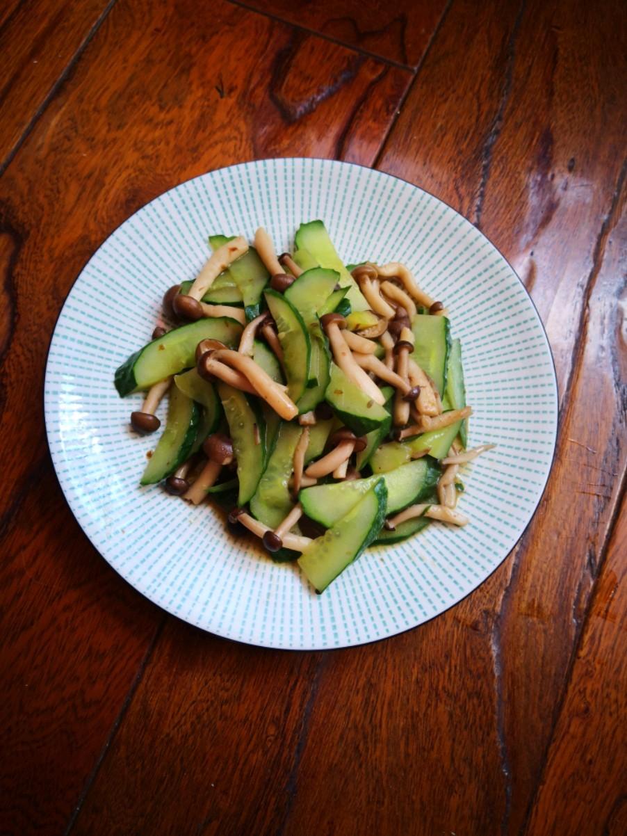 瓜片炒蟹味菇