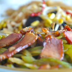 地方特色腊肉炒芹菜