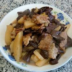 猪肉炖蘑菇