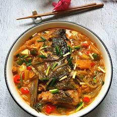 辣白菜粉条炖鱼头