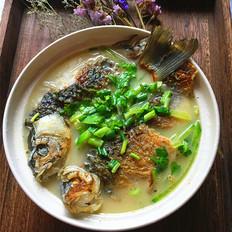 青萝卜鲫鱼汤