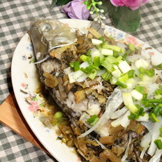 雪菜蒸鲫鱼