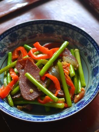 年饭硬菜蒜薹炒腊肉的做法