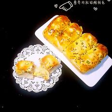 葱香肉松奶酪排包