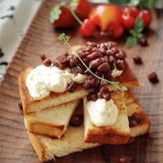 雨天里的红豆吐司早餐
