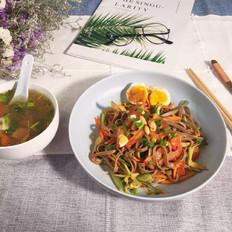 鸡丝凉拌荞麦面&蔬菜汤