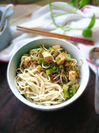 杂烩菜拌面的做法