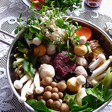 牛肉丸子什菜锅
