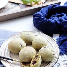 抹茶红豆麻薯包