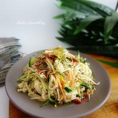 肉丝黄瓜拌金针菇