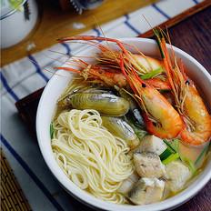 蛏子鲜虾汤面