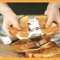 棉花糖巧克力酱三明治