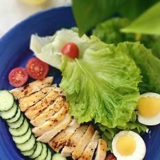健身日记:油醋汁鸡肉沙拉