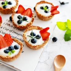 夏日低脂甜食:酸奶水果燕麦杯