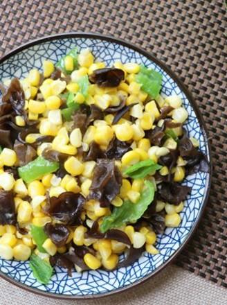 玉米炒木耳的做法