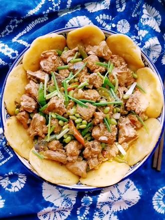 锅边馍馍—排骨烧毛豆的做法