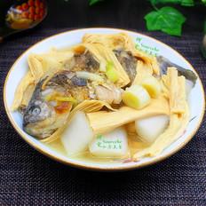 腐竹炖鲫鱼