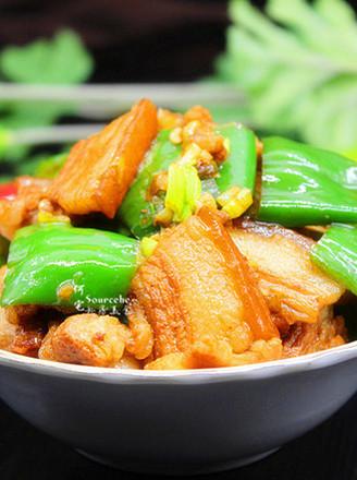 家常菜青椒炒五花肉的做法