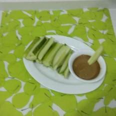 黄瓜蘸麻酱