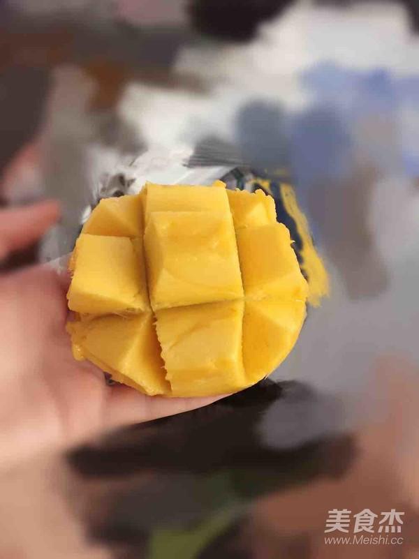 漂亮吃芒果成品图