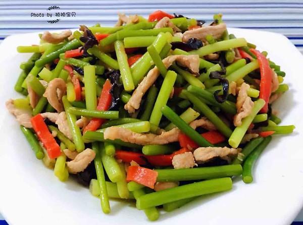 蒜苔炒肉丝成品图