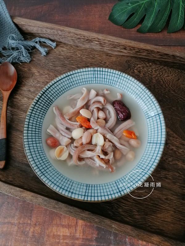 莲子猪肚汤成品图