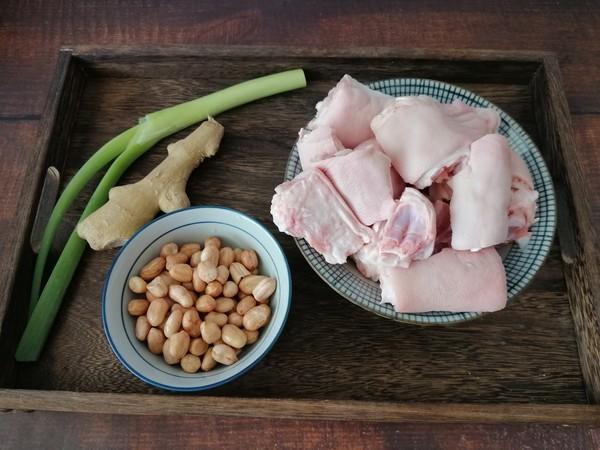 """猪蹄含有丰富的胶原蛋白,尤其是女人常吃,还可以美容养颜哦!今天做了红烧猪蹄,软糯Q弹,肥而不腻,非常好吃。""""用料!"""