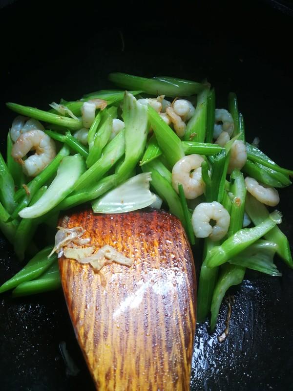 西芹虾仁怎么炒