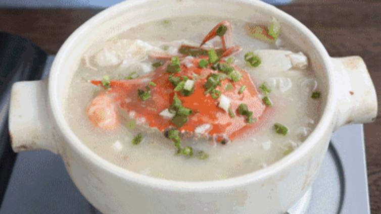 广东人最爱在冬天喝的海鲜砂锅粥,做法也太简单啦成品图