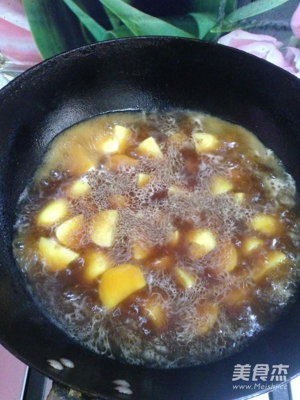红烧肉炖土豆怎样做
