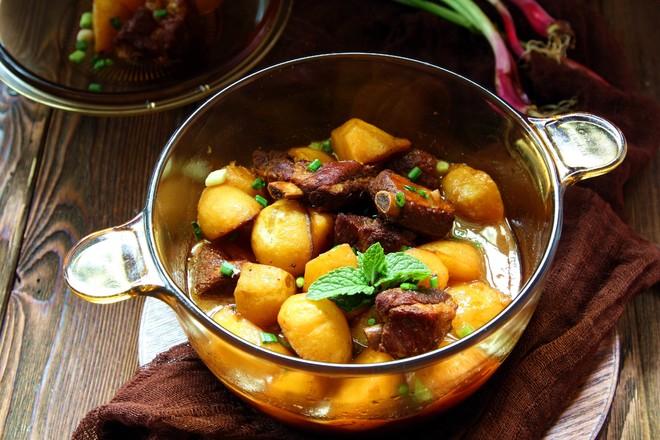 排骨炖土豆成品图