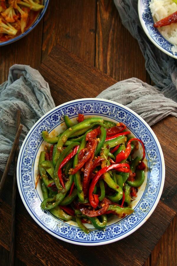腊肠炒青椒成品图