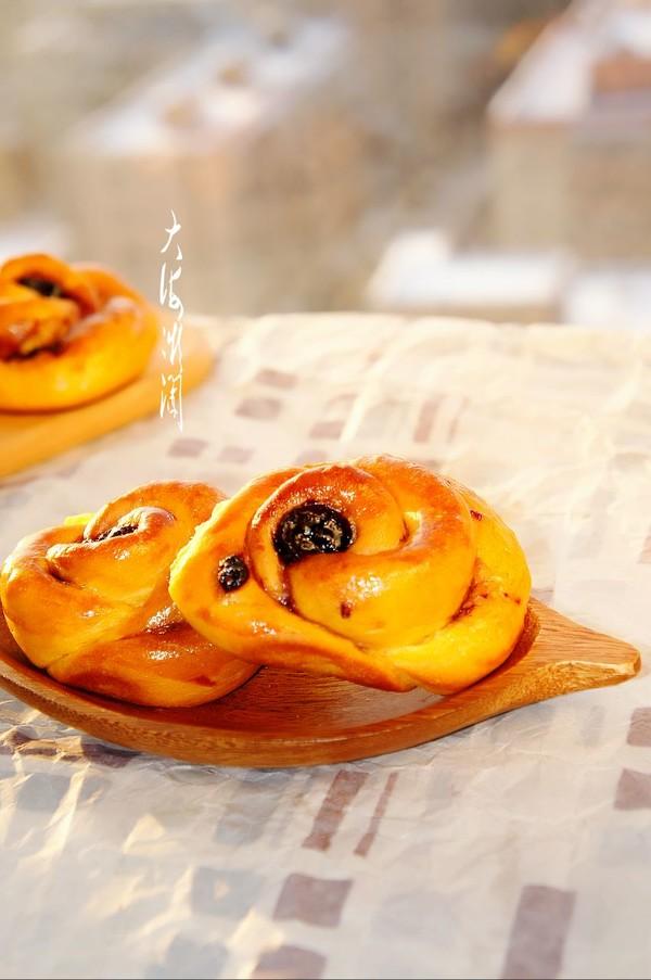 蓝莓果酱面包成品图