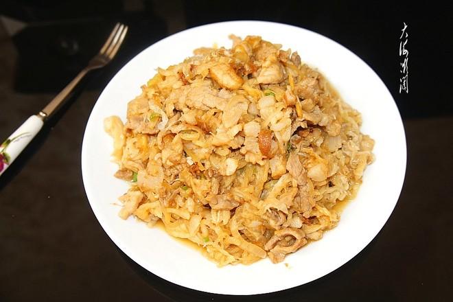 酸菜炒肉丝成品图