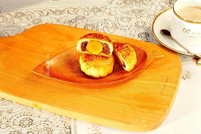 红豆沙蛋黄馅月饼的制作