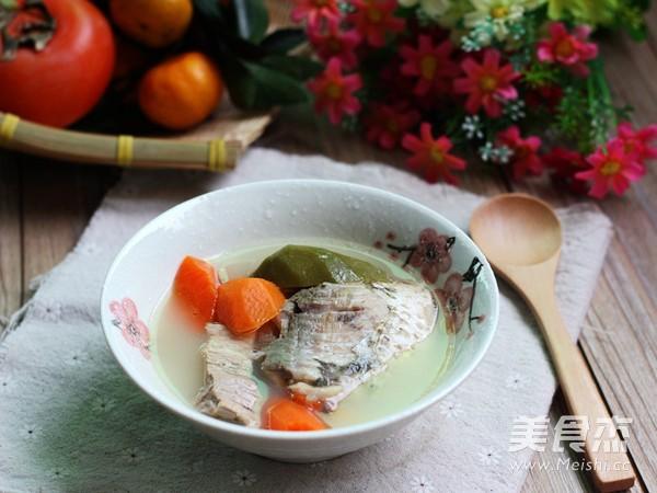 青红萝卜鲫鱼汤成品图