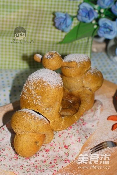 胡萝卜黑麦机车八爪鱼面包的制作