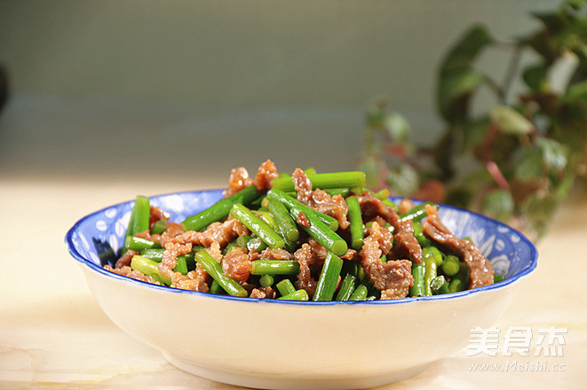 蒜苔炒牛肉丝成品图