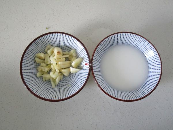 西兰花胡萝卜炒黑木耳的家常做法