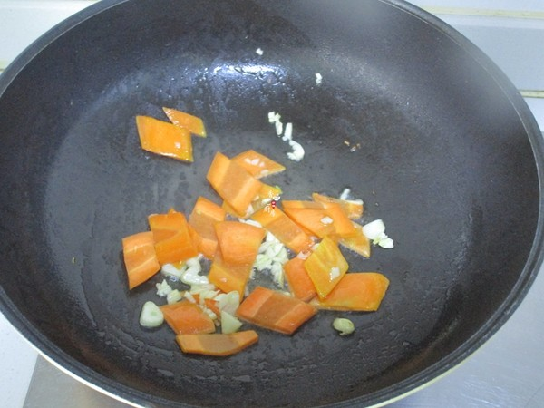 西兰花胡萝卜炒黑木耳怎么吃