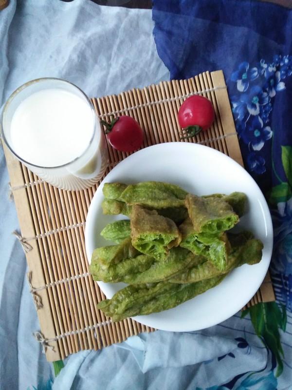 早餐--菠菜汁油条成品图
