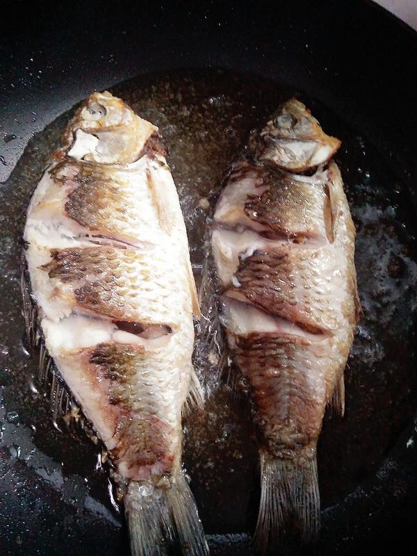 芹菜酸菜鲫鱼的做法图解