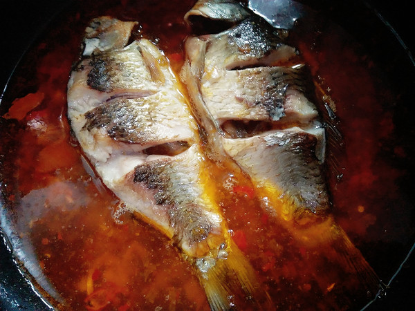 芹菜酸菜鲫鱼怎么吃
