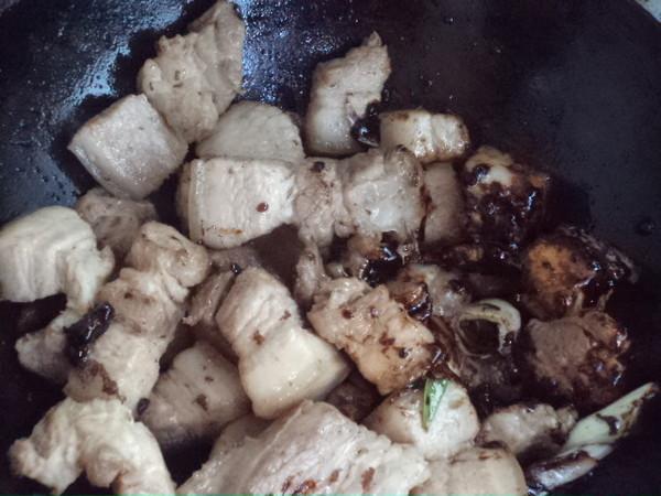 红烧五花肉熏鸡蛋怎么炒