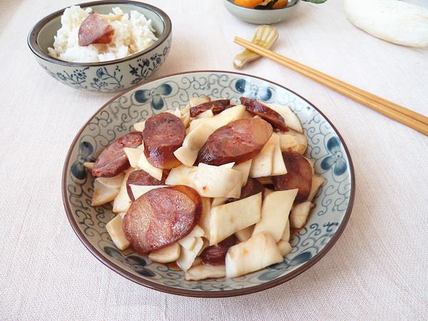 腊肠炒杏鲍菇成品图