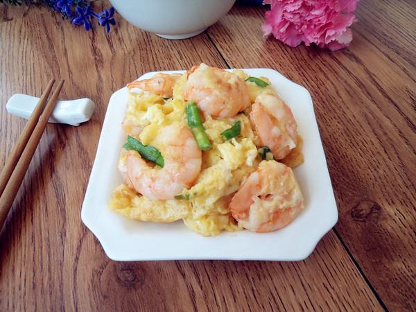 年夜饭硬菜之虾仁炒鸡蛋成品图