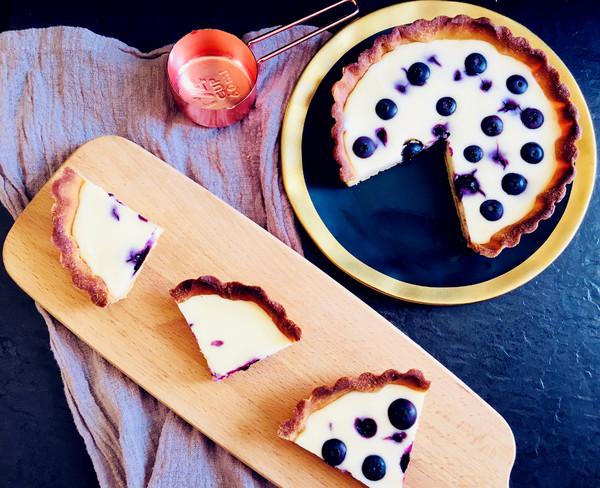 奶酪蓝莓派成品图