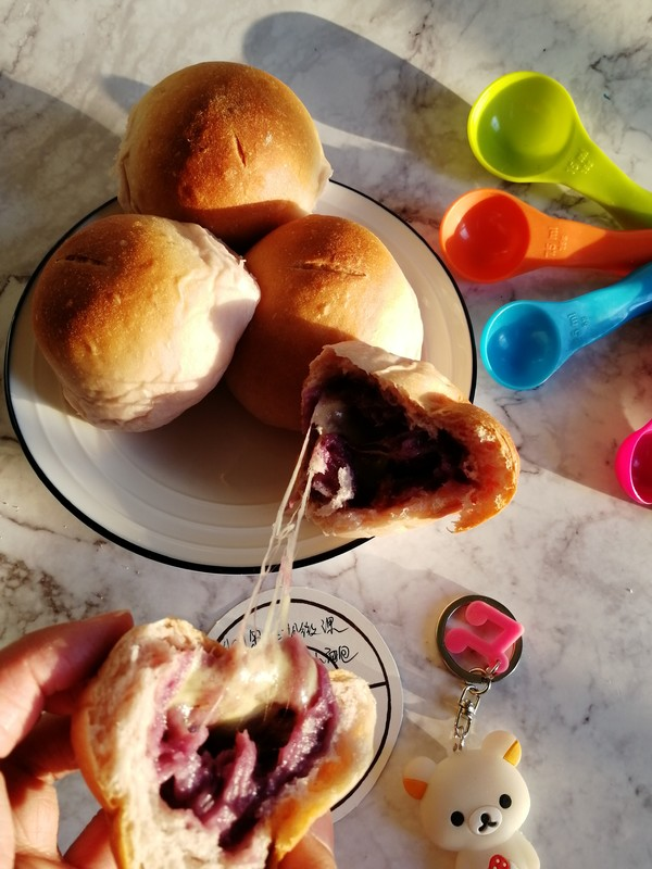 紫薯芋泥拉丝面包成品图